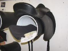 Treeless saddle rack made out of a 5-gallon bucket